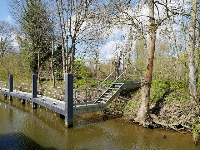 Moorings and Steps, Romney Lock
