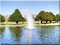 TQ1568 : Hampton Court Palace, East Front Fountain by David Dixon