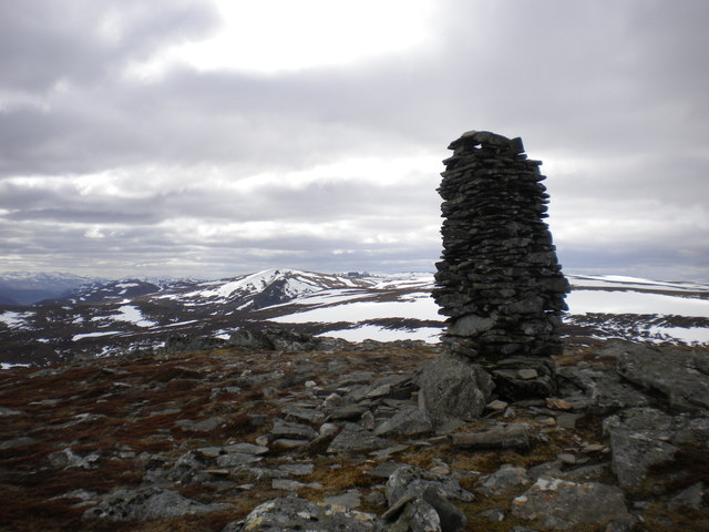 The unusual cairn near the summit of Carn an Fhreiceadain
