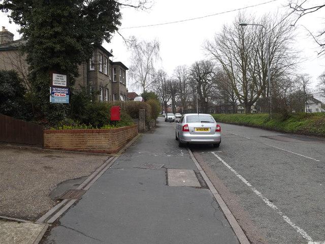 B1115 Finborough Road & Finborough Road Postbox
