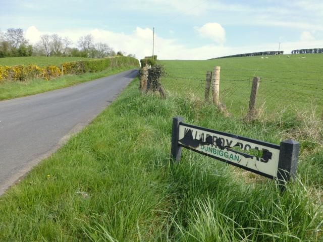 Damaged road sign, Killadroy Road