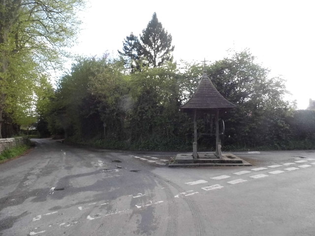 Well at the junction of Tokers Green Lane, Kidmore End