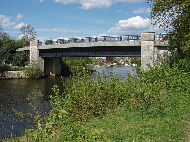 Bridge over the Desborough Cut