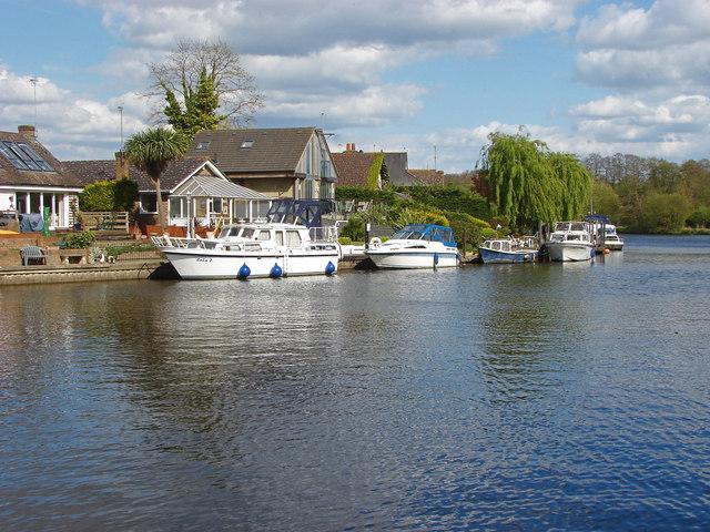 River Thames, Lower Halliford