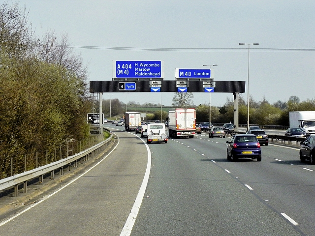 Southbound M40, Sign Gantry approaching Junction 4