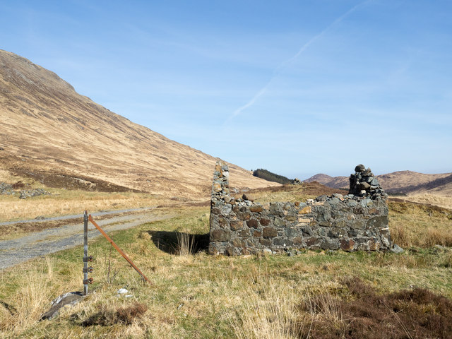 Ruin beside A849 at Torness