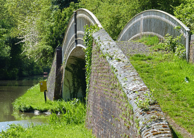 Bridge 32 along the Oxford Canal