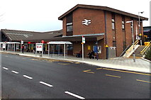 SU5290 : Entrance to Didcot Parkway railway station by Jaggery