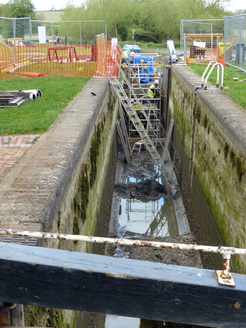 Repairs on Hillmorton Bottom Lock 2