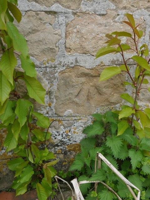 Cut Mark: Navenby, Lincoln Road, Wall