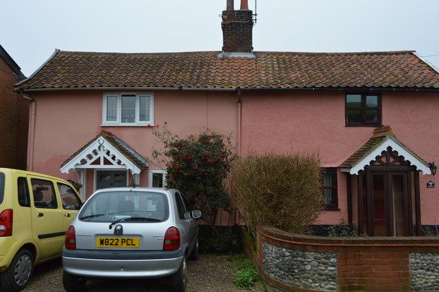 Cottages, Low St