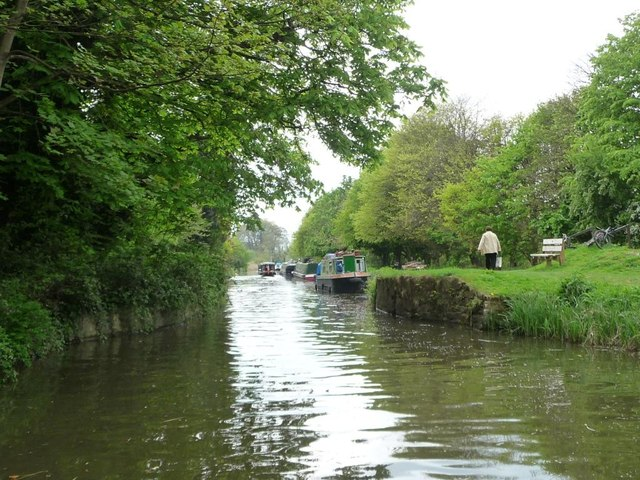 Narrows with a bench, Kennet & Avon Canal