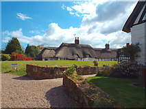 SP2872 : Thatched house behind Castle Hill, Kenilworth by Robin Stott