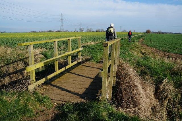 Footbridge over the Thirleby & Wyton Drain