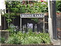 TM1179 : Beehive Yard sign by Adrian Cable