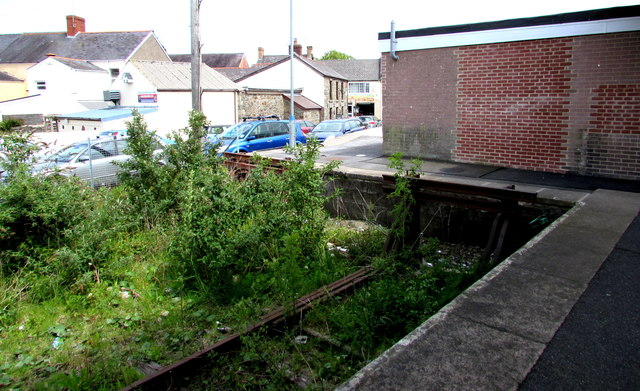 Weedy  end of a disused bay platform at Whitland railway station