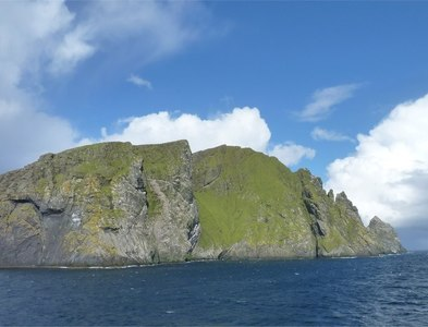NA1505 : East flank of Boreray island by James Allan