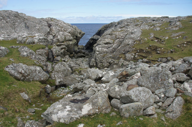 Crack in the rocks at Luraberg, Muness