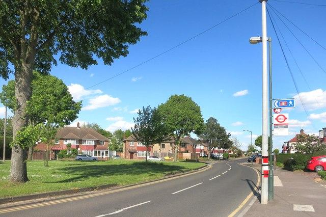 Longmead Drive, Albany Park