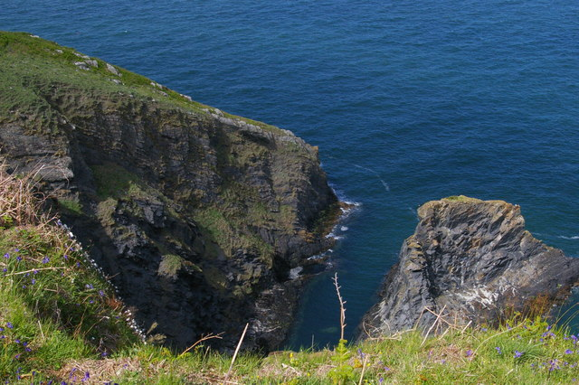 Pembrokeshire Coast Path: view down into Pwll Glas
