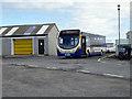 HU4010 : A Lerwick bound bus at Grutness by John Lucas