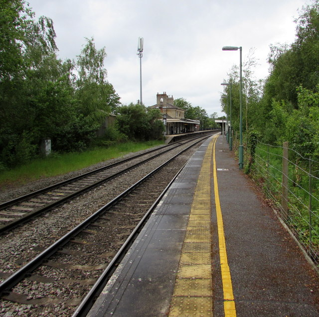Staggered platforms at Romsey railway station