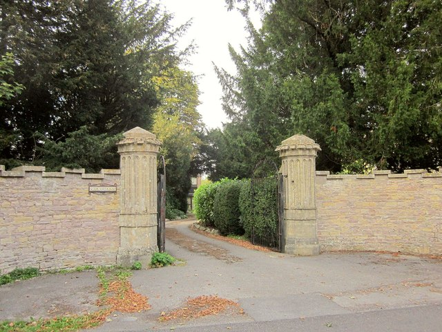 Gatepiers to The Priory, Abbots Leigh