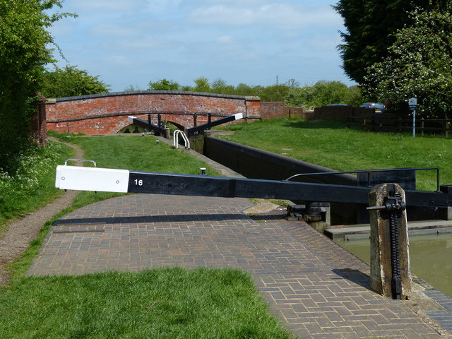 Napton Top Lock No 16 on the Oxford Canal