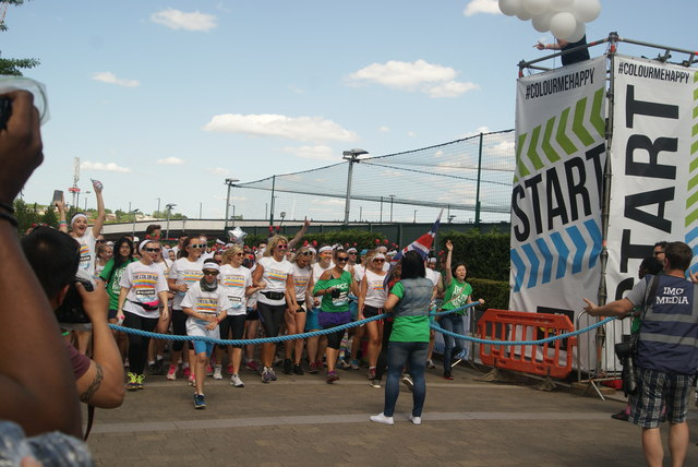 View of the Colour Runners lining up at the start line