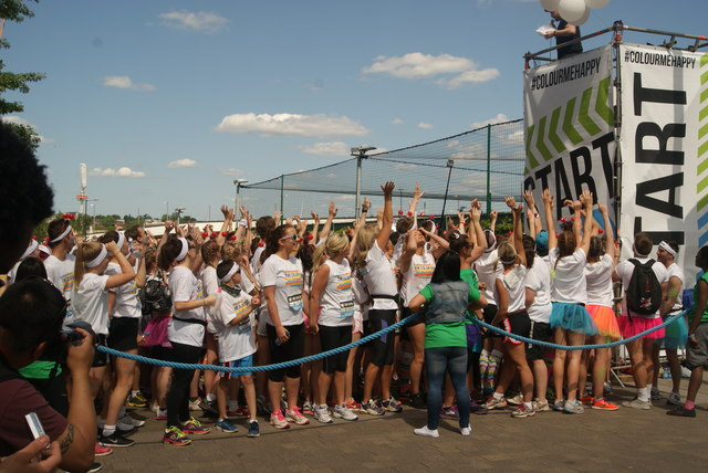 View of the Colour Runners lining up at the start line #2