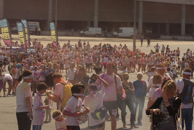 View of Colour Runners gathering for the colour throw