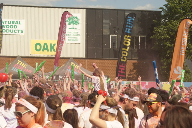 View of a small colour throw in front of the stage at the Colour Run #5