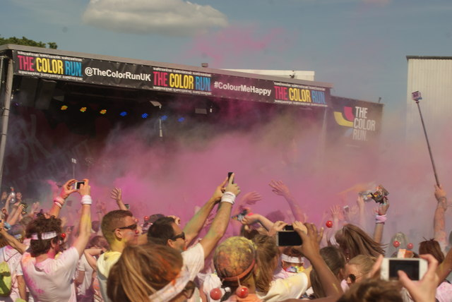 View of a small colour throw in front of the stage at the Colour Run #6
