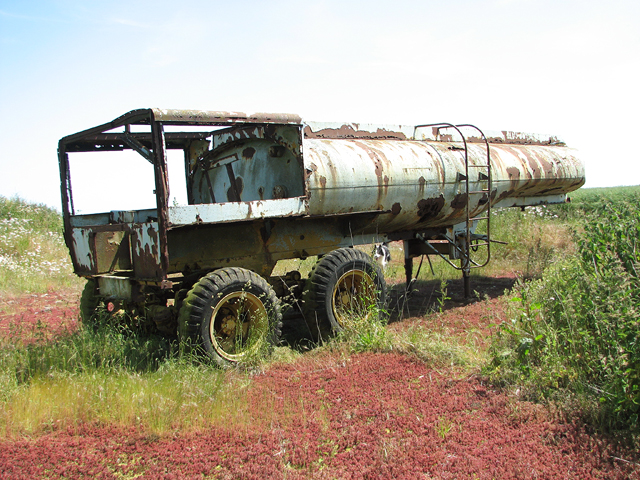 Disused fuel bowser