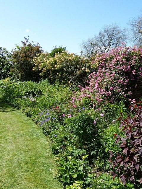 Rymans - An English country garden wall