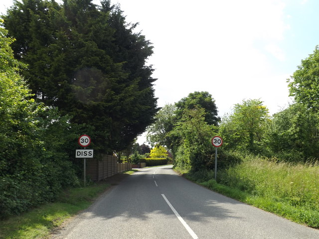 Entering Diss on Burston Road