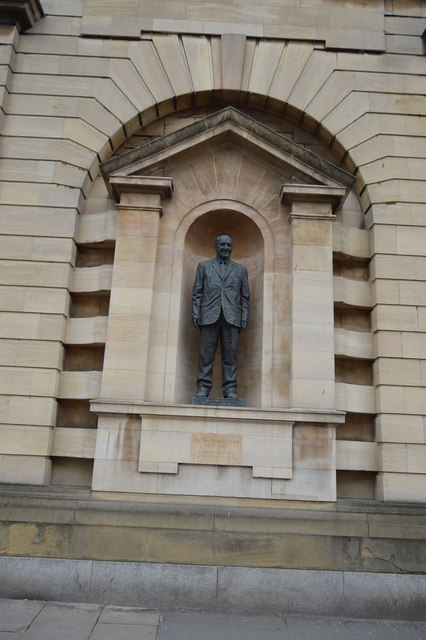 Statue of Sir Leo Schultz, The Guildhall