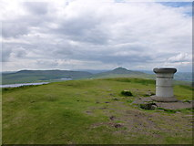 NO2406 : Viewpoint indicator on East Lomond (Falkland Hill) by Alan O'Dowd