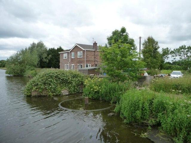 Remains of No 4 swingbridge [Balne Croft]