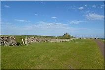 NU1341 : Towards Lindisfarne Castle by DS Pugh