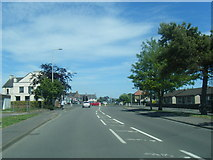 NT3699 : A955 eastbound nearing Sea Road junction by Colin Pyle