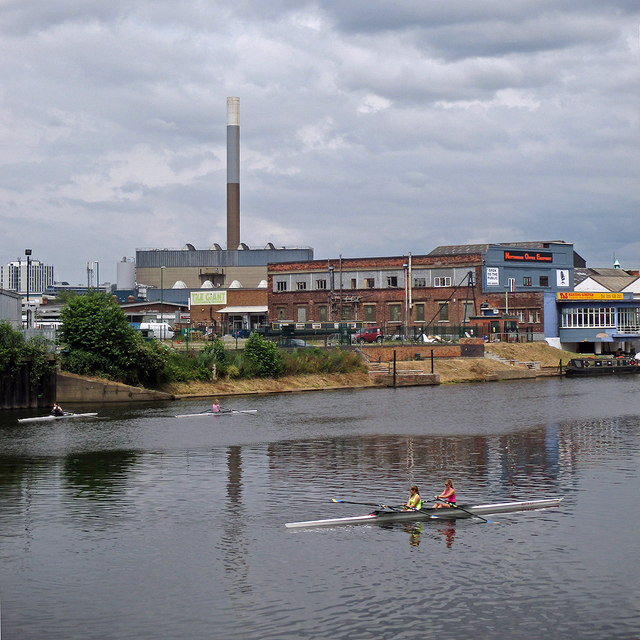 Sunday-lunchtime scullers