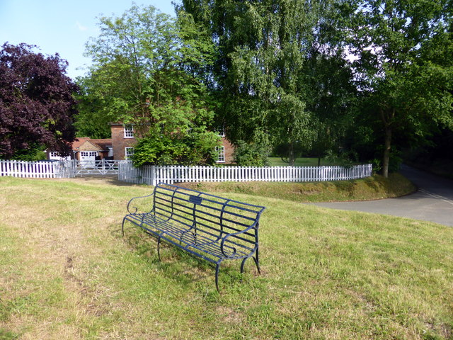1935 Silver Jubilee Seat at Polstead Pond