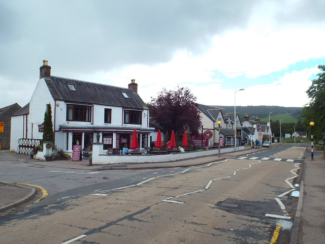 A82 passing through Drumnadrochit
