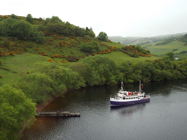 Boat arriving at Urquhart Castle jetty