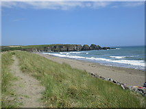 X4398 : The beach at Bunmahon by Jonathan Thacker