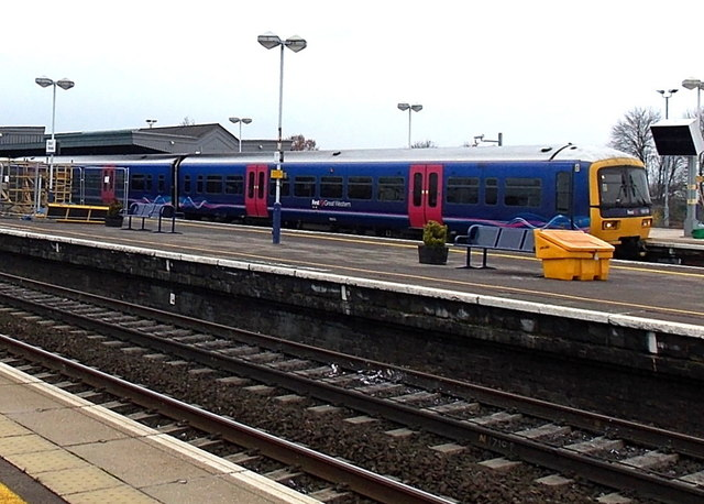 First Great Western train at platform 4, Didcot Parkway railway station