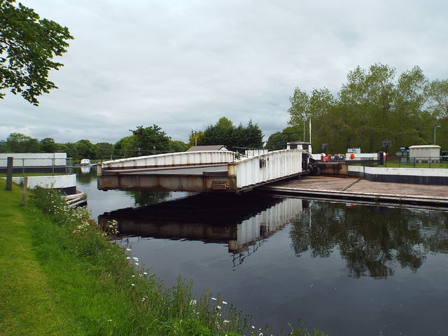 Tomnahurich swing bridge, Inverness