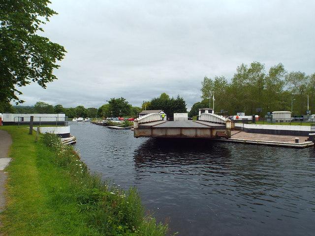 Tomnahurich swing bridge, Inverness