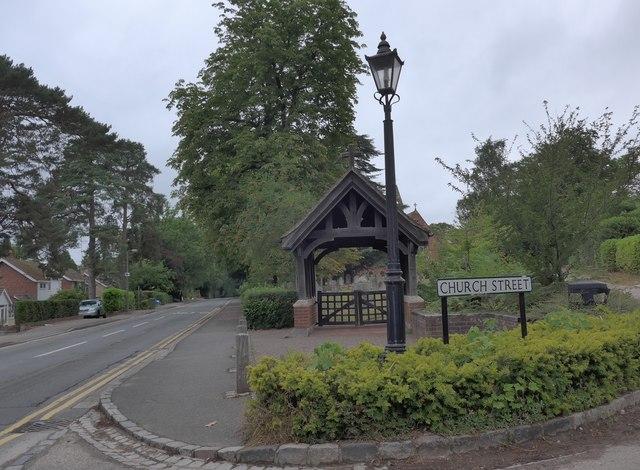 St John the Baptist, Crowthorne: lych gate